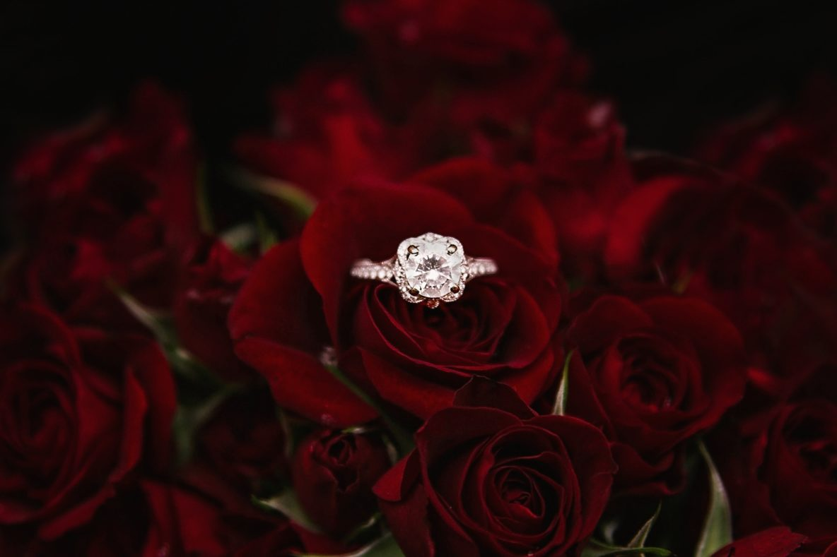 How to distinguish cubic zirconias from diamonds at home 8