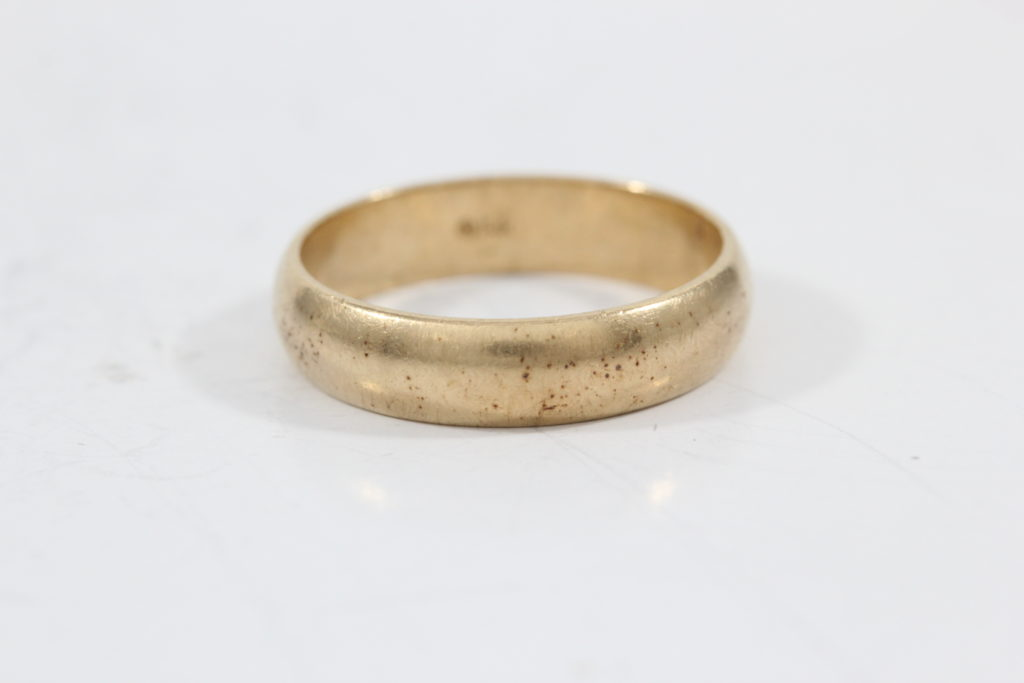 yellow-gold-vs-rose-gold gold ring scratched-jewelry