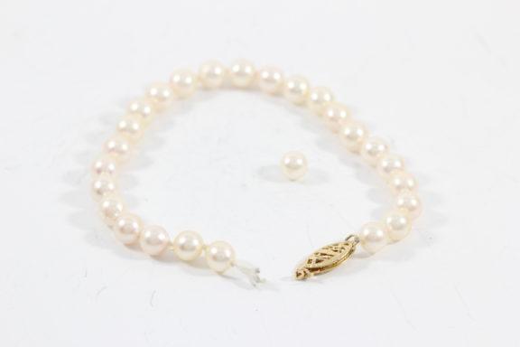 pearl-restringing clasp bracelet