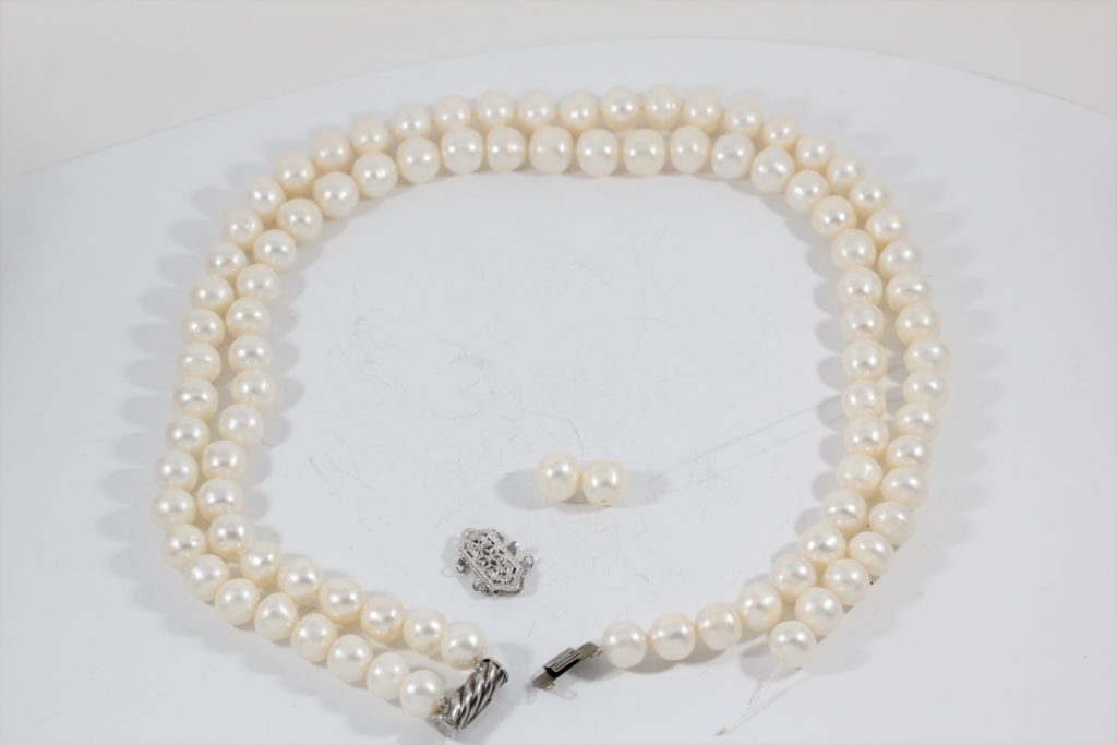 pearl-restringing necklace