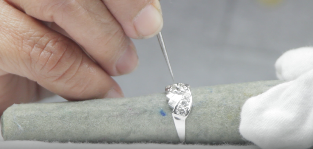 stone tightening diamond ring jewelry cleaning
