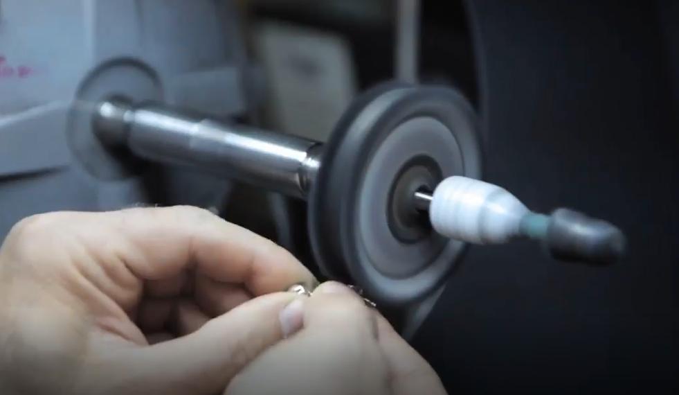 jewelry-enameling-polishing