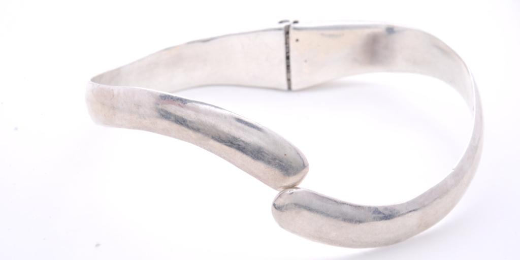 hinged-bangle-size