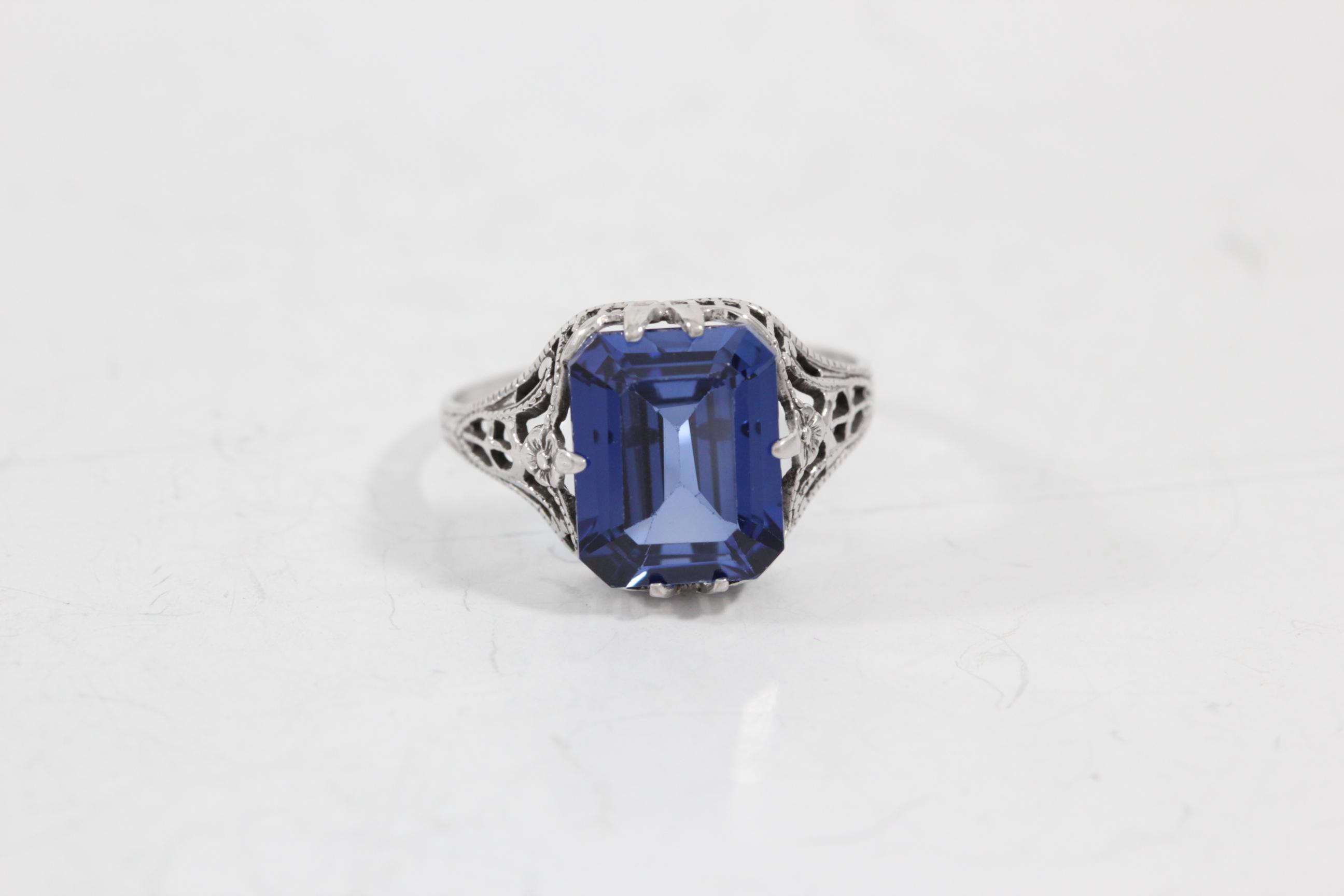 synthetic-gemstone-sapphire