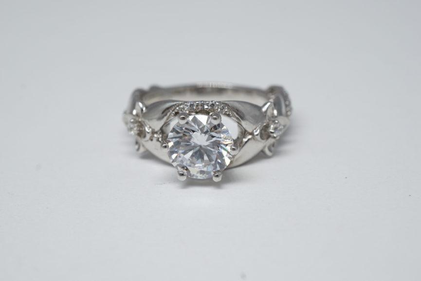 stone-tightening-lab-created-diamond