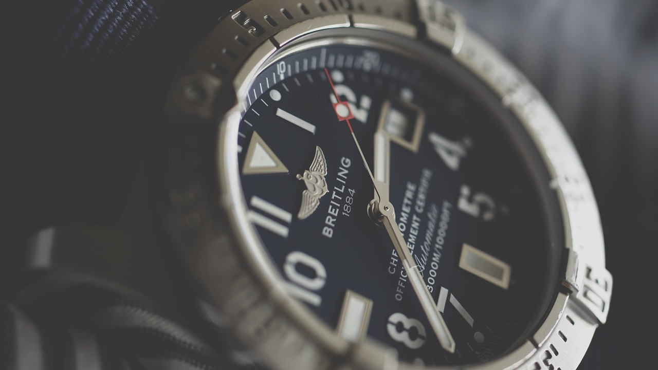 mechanical-watch-breitling-automatic