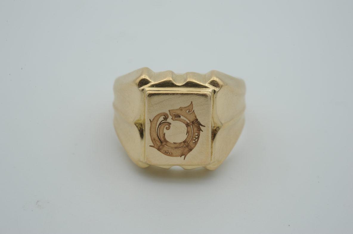 family-ring-signet-engraving