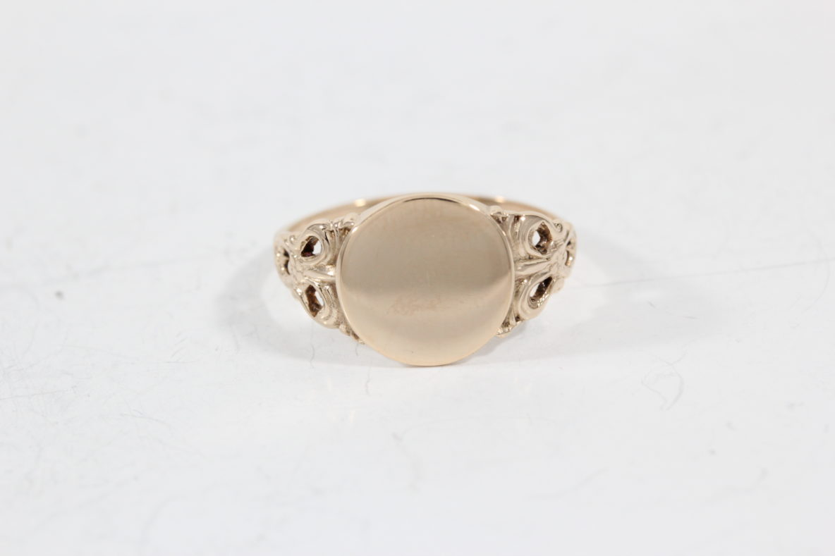 personalized-signet-ring